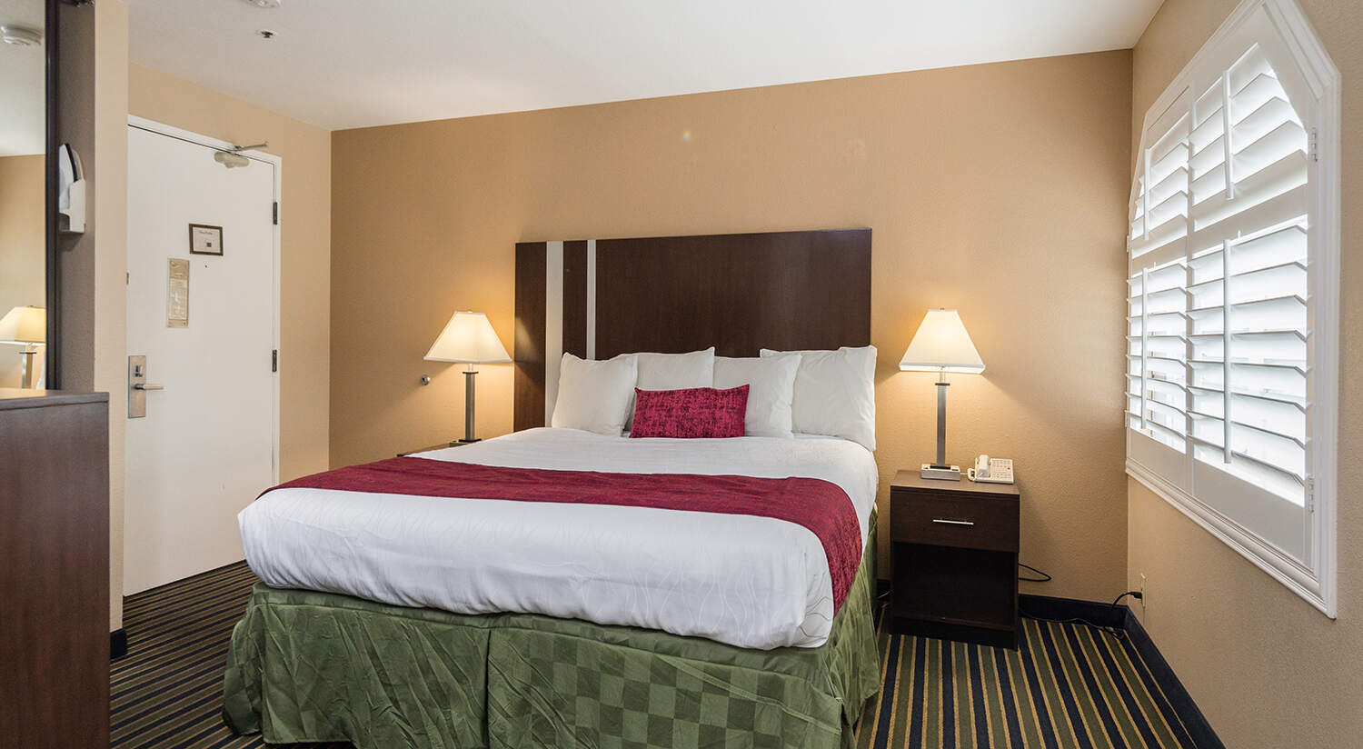 THE TRAVEL INN SUNNYVALE IS A PERFECT SILICON VALLEY CORPORATE HOTEL OFFERING PLUSH KING SIZE BEDROOMS FOR BUSINESS TRAVELERS