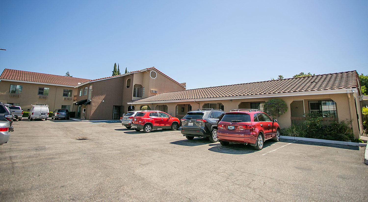 THE TRAVEL INN SUNNYVALE OFFERS FREE PARKING AND EASY ACCESSIBILITY GET IN AND OUT WITH EASE WITH OUR CONVENIENTLY LOCATED SILICON VALLEY HOTEL